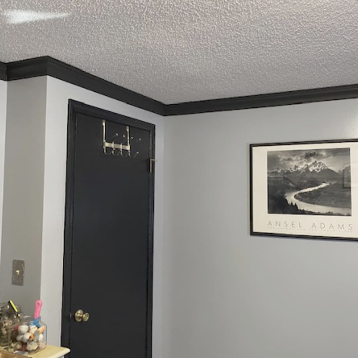Gray Room with Black Foam Crown Molding   Crown Molding Solutions